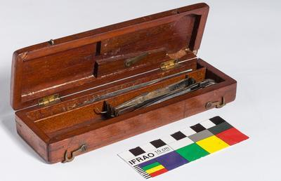 Wooden box containing 5 tweezers and scalpel; H48979