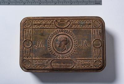 Princess Mary Tin, with lid and containing one card.