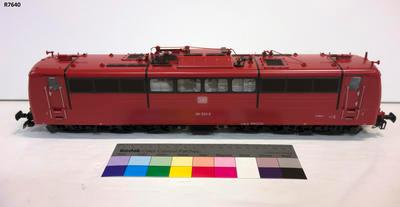 Model - Deutsche Bundesbahn 151 Electric Locomotive; R7640